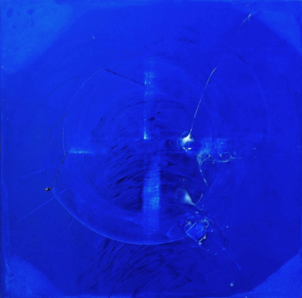 Blue painting Erica Hinyot artist in Brussels - art circles mouvement cross- blue abstract - profondeur contemporary artist - art immersion intensity